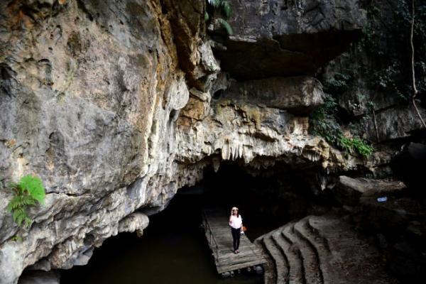 Động mới được đưa vào khai thác du lịch nên còn khá hoang sơ. (Nguồn: yenbaitourism.com.vn)