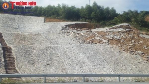Do địa chất phức tạp cộng với mưa nhiều nên nhiều đoạn taluy bị sạt lở.