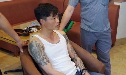 Đối tượng Bùi Đức Trọng bị lực lượng chức năng bắt giữ. Ảnh: Nguyễn Lân