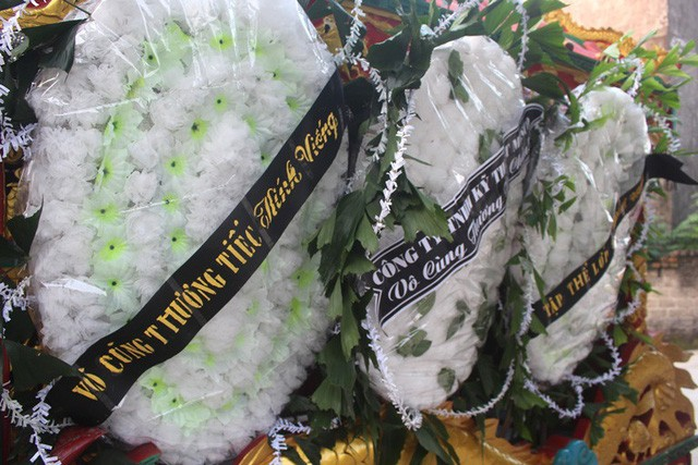 Vòng hoa trắng và sự tan g thư ơng