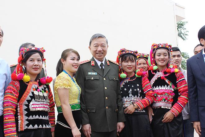 Bộ trưởng Tô Lâm tham dự Ngày Hội toàn dân đoàn kết tại xã Mường Nhé.