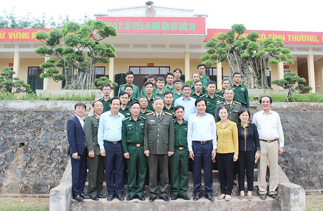 Bộ trưởng Tô Lâm với cán bộ, chiến sỹ Đồn Biên phòng Nậm Kè.