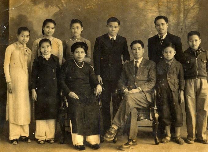 Vợ chồng GS Dương Quảng Hàm và các con.