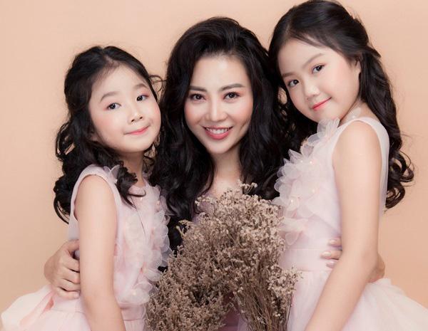 3 mẹ con diễn viên Thanh Hương.