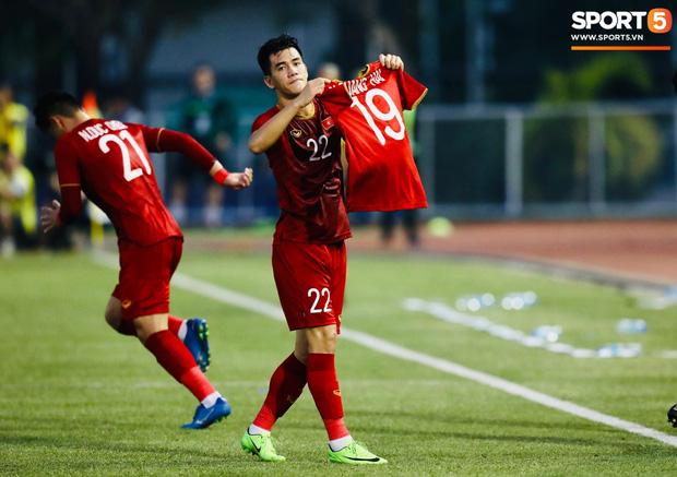 Tiến Linh tỏa sáng với cú đúp trong trận gặp U22 Thái Lan.