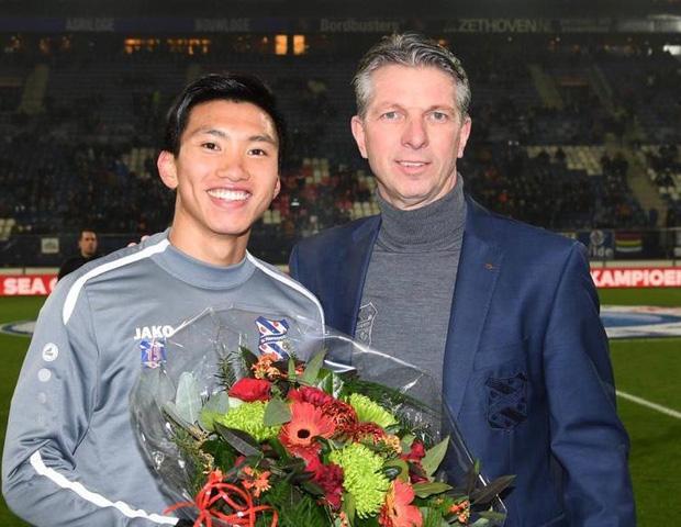 Văn Hậu được CLB SC Heerenveen vinh danh trước trận đấu với Willem II cuối tuần qua. Ảnh: SC Heerenveen.