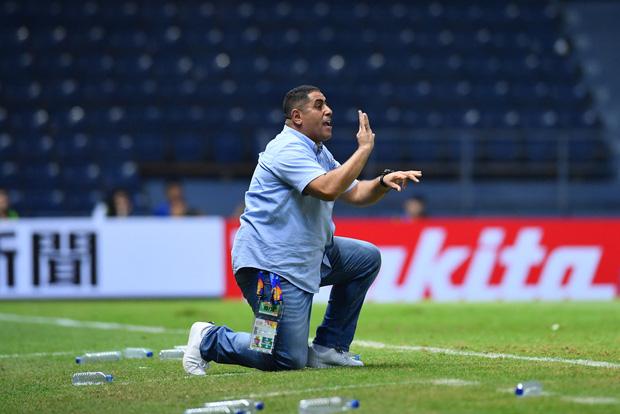 Ông Ahmed Abu Ismail hướng đến một viễn cảnh an toàn hơn cho Jordan trước lượt đấu cuối cùng. Ảnh: AFC.