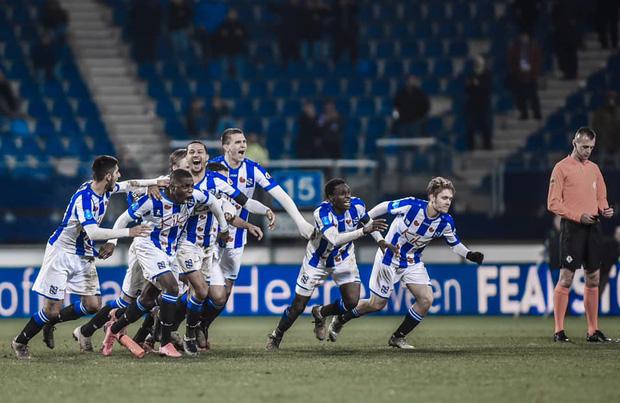 Heerenveen chơi quả cảm trước Willem II và giành thắng lợi sau loạt luân lưu.