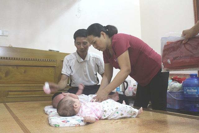 Hạnh phúc viên mãn của vợ chồng chị Tuyêt bên 2 người con chào đời sau hơn 20 năm