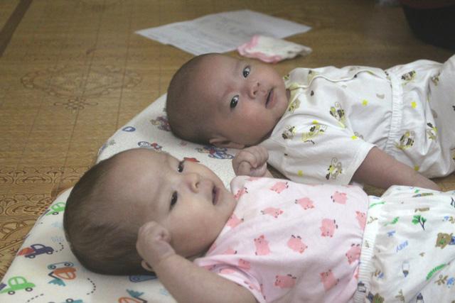 Lúc bé Mình Đức và Quỳnh Anh 4 tháng tuổi