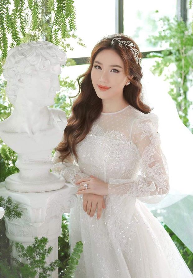 Bảo Thy xinh đẹp trong bộ váy cô dâu trắng tinh khôi.