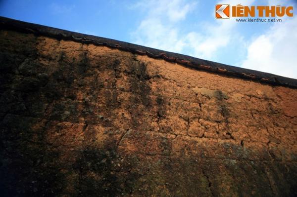 Sau khi khô hoàn toàn, các bức tường sẽ trở nên rắn như đá, có thể đứng vững cả trăm năm.