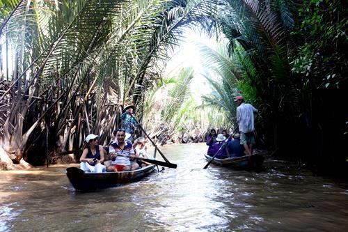 Du lịch sinh thái miệt vườn, sông nước là đặc thù của du lịch Bến Tre. Ảnh: Trần Thị Thu Hiền - TTXVN