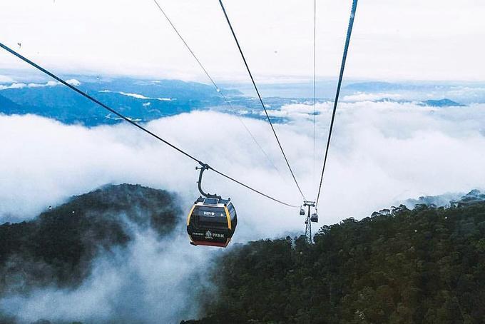 Bên cạnh đó, bạn có thể chọn dừng chân tại khu giải trí - nghỉ dưỡng trên đỉnh Núi Chúa và tham gia vào các hoạt động vui chơi tại đây. Giá vào cửa là 650.000 đồng/người lớn, 550.000 đồng/trẻ em.