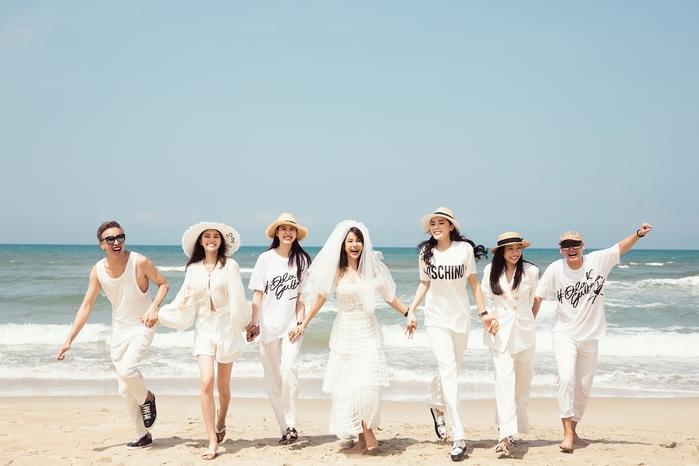 Hội bạn thân Vbiz cùng nhau khoe vẻ tươi tắn, rạng rỡ với dresscode mang sắc trắng tinh khôi.