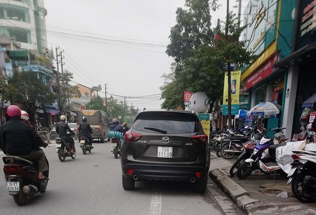 Mazda CX-5 trên đường An Dương Vương.