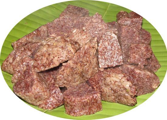 Bánh chả cơm - món ngon độc đáo của người Mường xã Kiệt Sơn, huyện Tân Sơn.