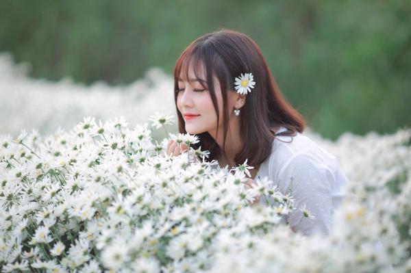 Nhưng cô nàng Phú Thọ xuất hiện như một cơn gió đã khiến chàng trai Hà thành yêu thích mảnh đất nơi đây- ảnh minh họa- Đỗ Thị Hoài Linh hot girl Phú Thọ