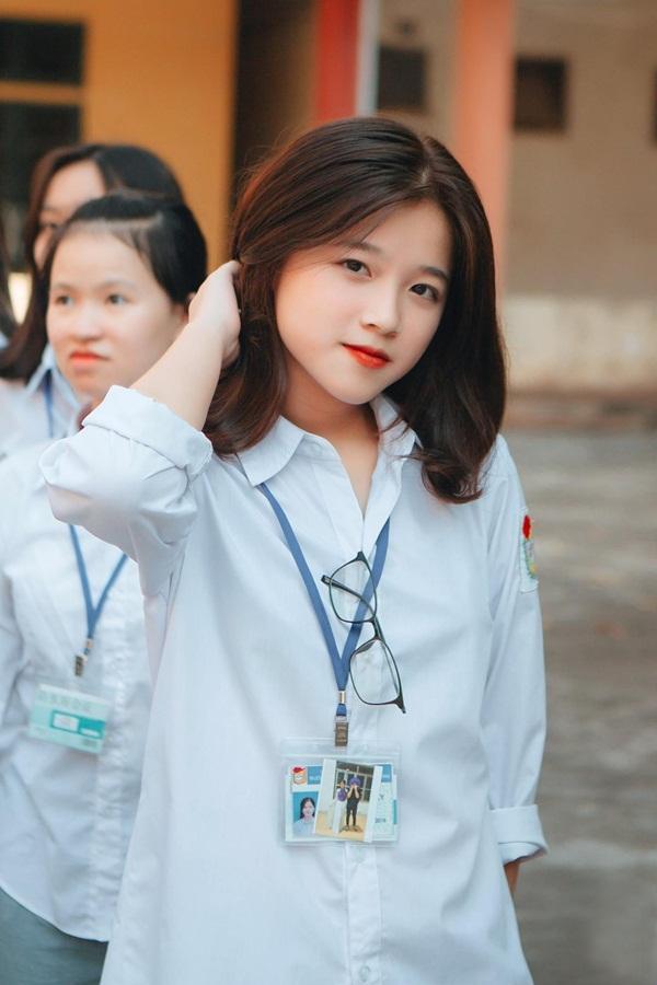 Gương mặt xinh xắn của Khánh Ly đốn tim cộng đồng mạng