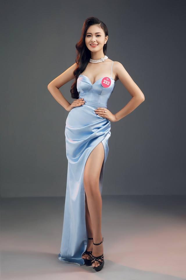 Bích Ngọc vô cùng tỏa sáng trong chiếc đầm dạ hội có thiết kế xẻ cao quyến rũ. Ảnh: Tiền Phong.