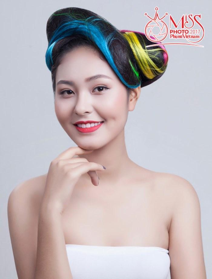 Bích Ngọc tham gia cuộc thi Hoa khôi Phụ nữ Việt Nam qua ảnh năm 2017. Ảnh: Phụ nữ Việt Nam.