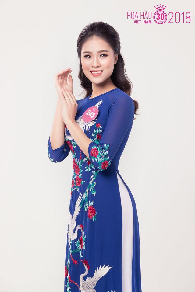 Trong tà áo dài truyền thống, Thanh Thanh đẹp nhẹ nhàng và đầy duyên dáng. Ảnh:VTV.