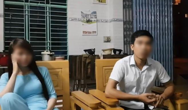 Cô vợ và nhân tình ngồi đối diện với người chồng sau khi bị phát giác mối quan hệ bất chính - Ảnh cắt từ clip.