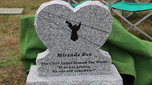 Bé gái đã được an táng vào năm 2016.